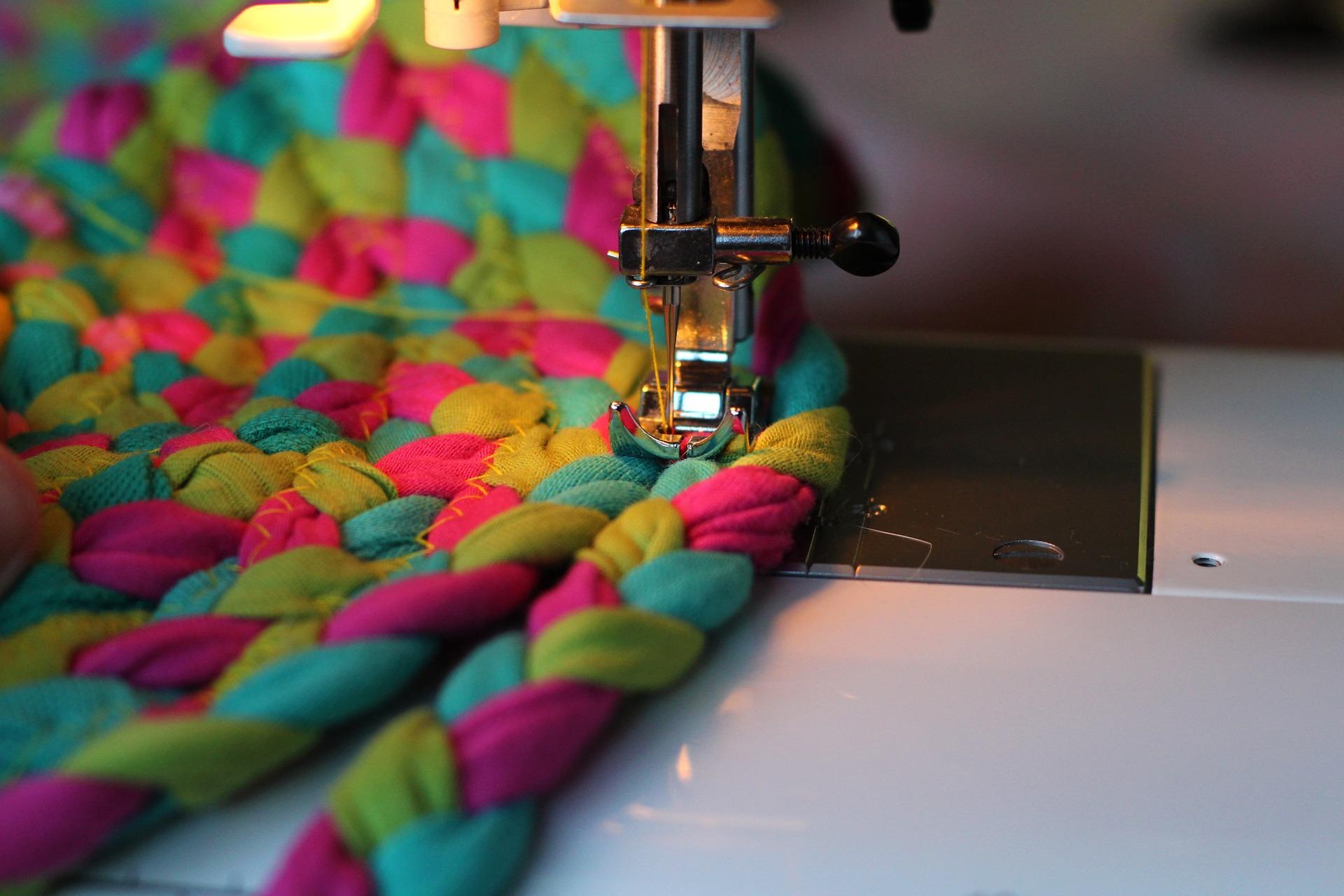 sewing-machine-1507485_1920